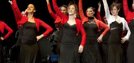 L'entusiasmo degli allievi principianti di flamenco al saggio